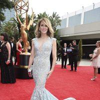 Felicity Huffman posa en la alfombra roja previa a los premios Emmy 2017