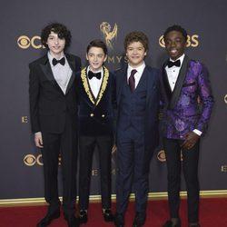 Parte del reparto de 'Stranger Things' en la alfombra roja de los premios Emmy 2017
