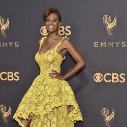 Ryan Michelle Bathe posa en la alfombra roja previa a los premios Emmy 2017
