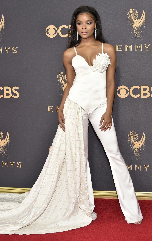 Ajiona Alexus posa en la alfombra roja previa a los premios Emmy 2017