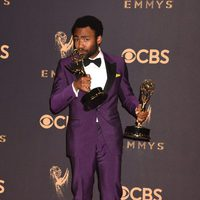 Donald Glover con sus Emmy 2017 al mejor actor y director de una serie de comedia