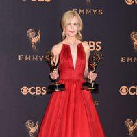 Nicole Kidman con su Emmy 2017 a la mejor actriz de una miniserie
