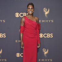 Issa Rae en la alfombra roja de los Emmy 2017