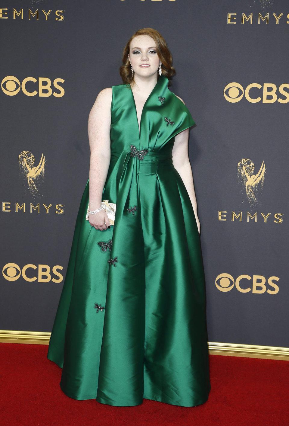 Shannon Purser en la alfombra roja de los Emmy 2017