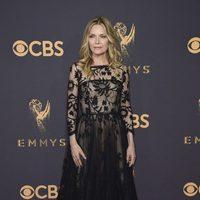 Michelle Pfeiffer en la alfombra roja de los Emmy 2017