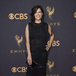 Neve Campbell en la alfombra roja de los Emmy 2017