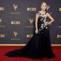 Julianne Hough en la alfombra roja de los Emmy 2017