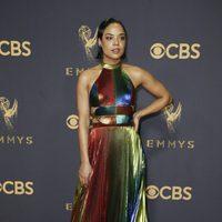 Tessa Thompson en la alfombra roja de los Emmy 2017