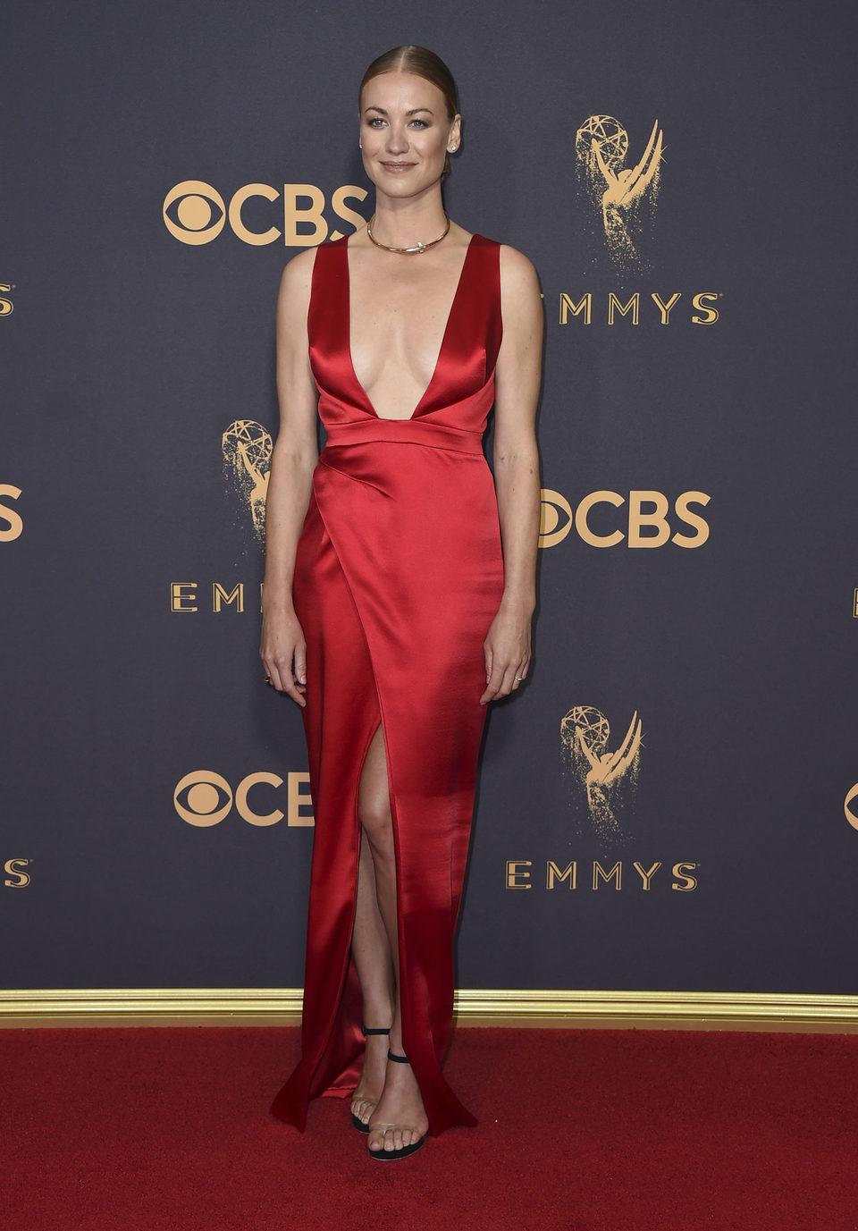 Yvonne Strahovski en la alfombra roja de los Emmy 2017