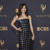 Kathryn Hahn en la alfombra roja de los Emmy 2017