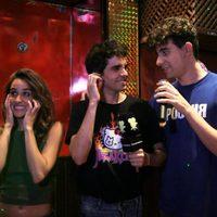 Los Javis y Macarena García se emocionan cantando