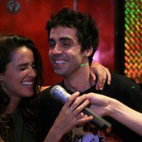 Macarena García y Javier Ambrossi se ríen y emocionan mientras cantan