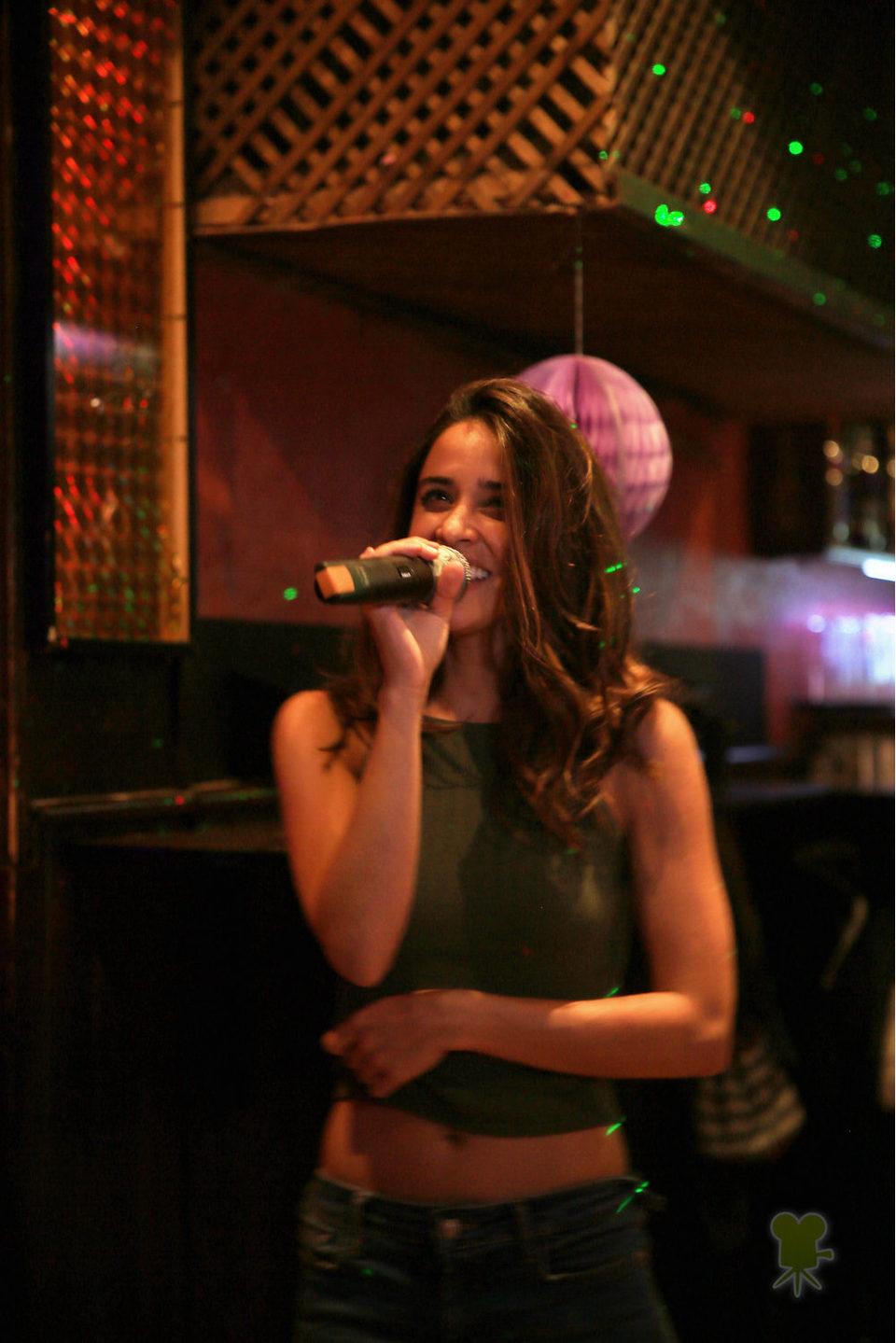 Macarena García canta sonriente
