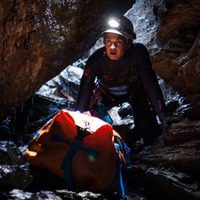 La cueva, descenso al infierno