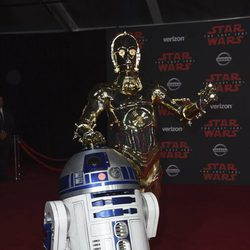 R2-D2 y C-3PO en la premiere de 'Star Wars: Los últimos Jedi'