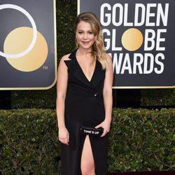 Poppy Jamie en la alfombra roja de los Globos de Oro 2018