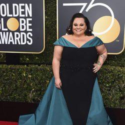 Keala Settle en la alfombra roja de los Globos de Oro 2018