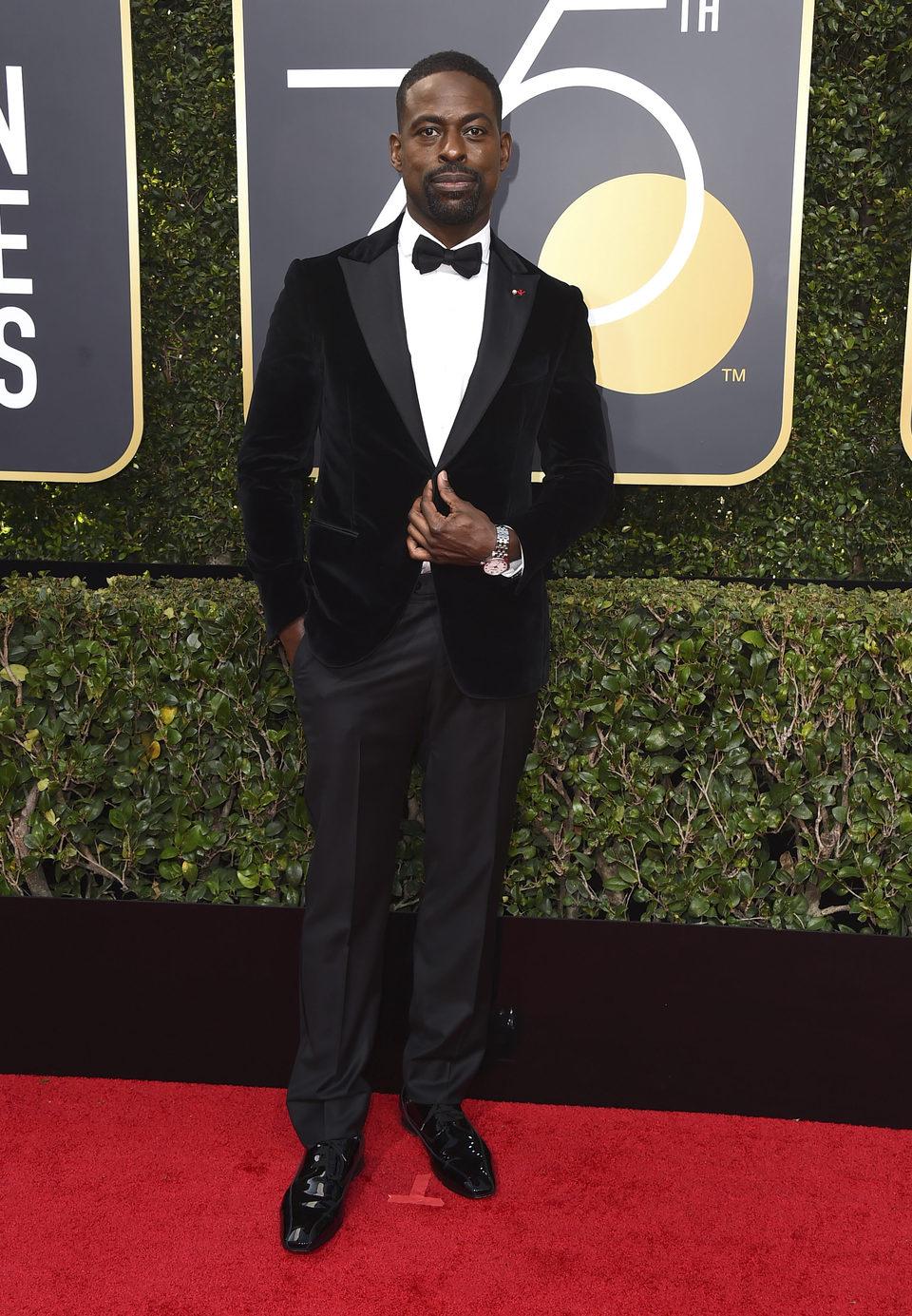 Sterling K. Brown en la alfombra roja de los Globos de Oro 2018
