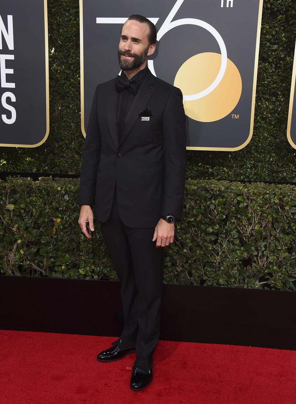 Joseph Fiennes llega a la alfombra roja de los Globos de Oro 2018