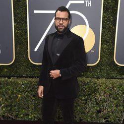 O. T. Fagbenle en la alfombra roja de los Globos de Oro 2018