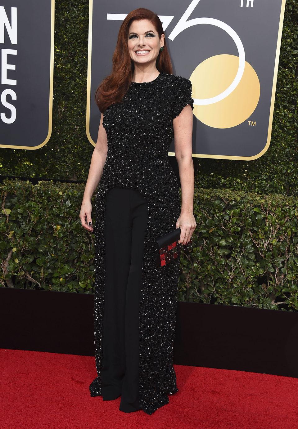 Debra Messing en la alfombra roja de los Globos de Oro 2018