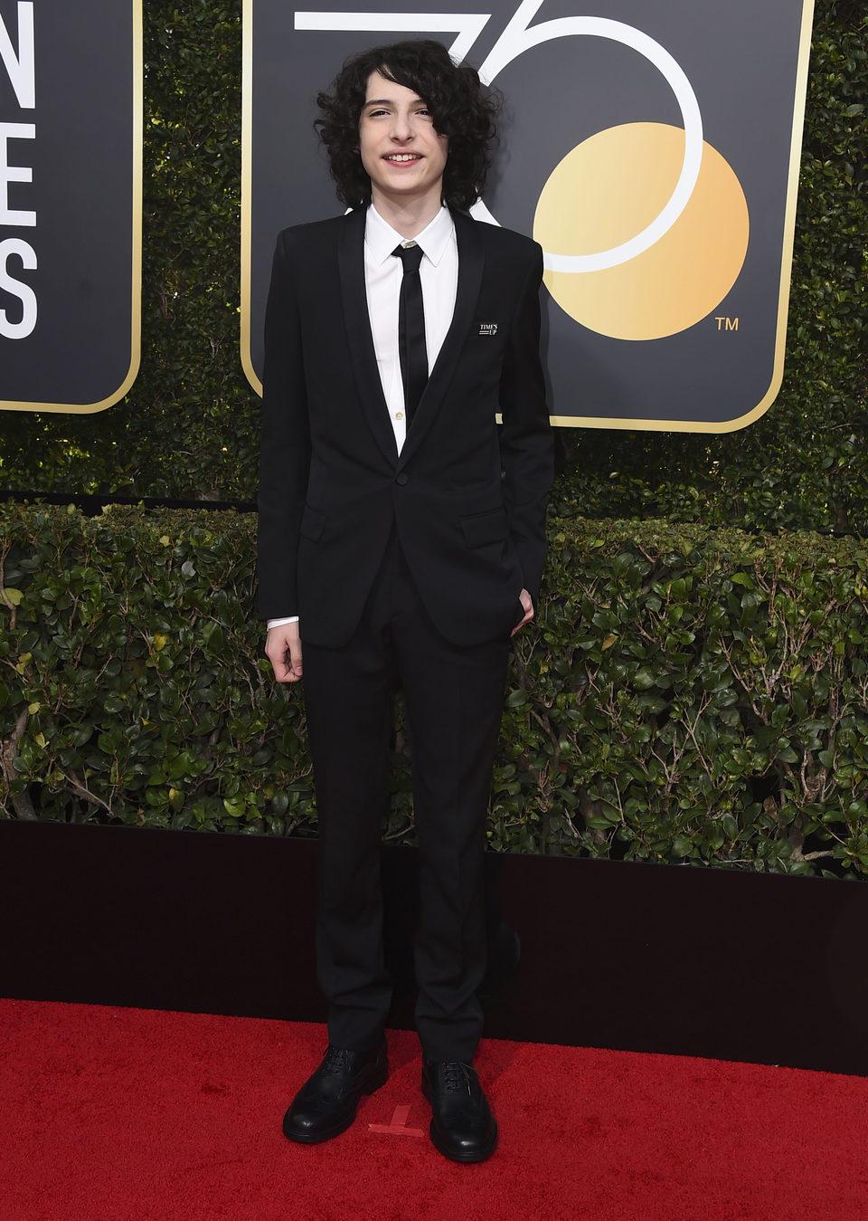 Finn Wolfhard en la alfombra roja de los Globos de Oro 2018
