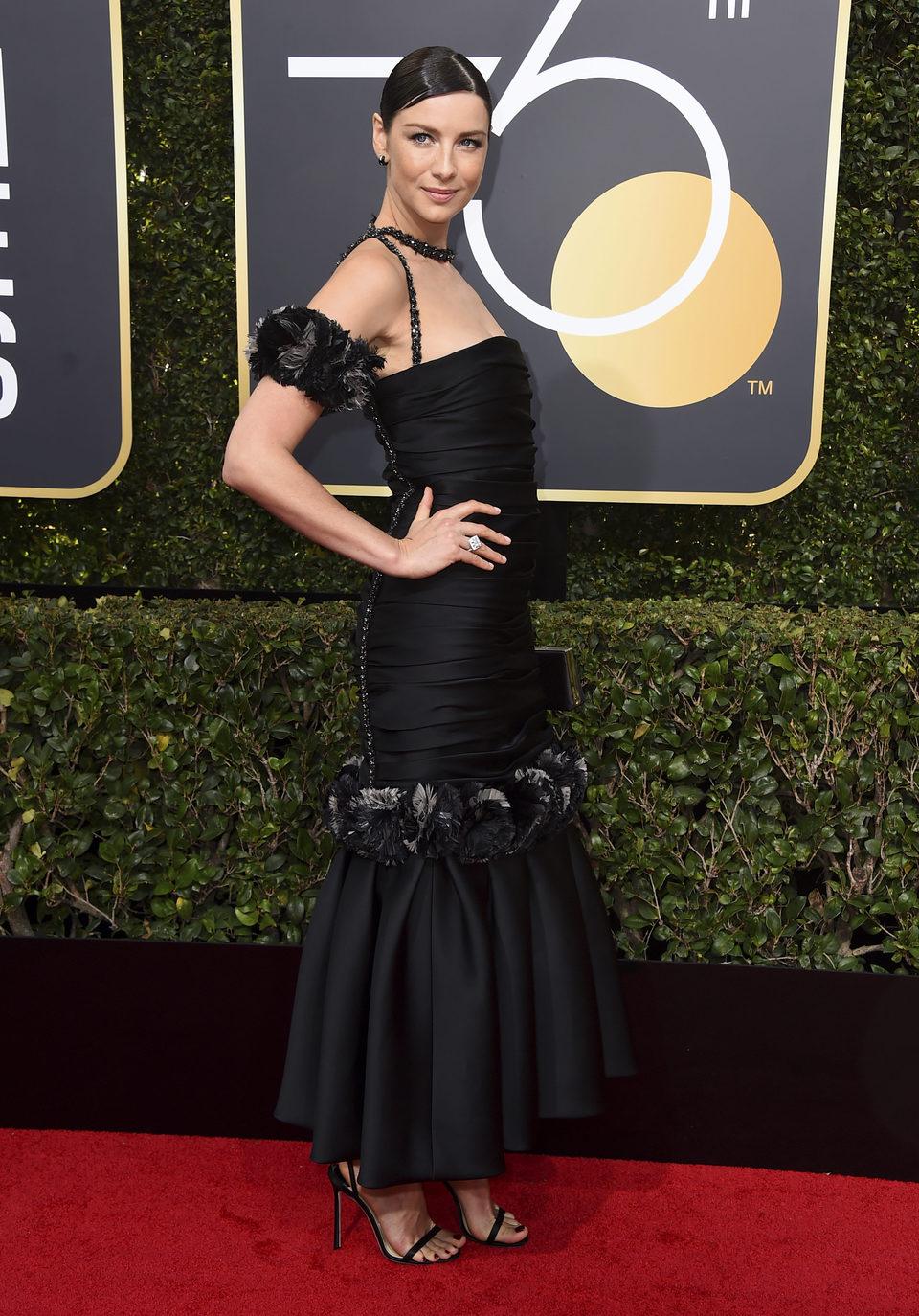Caitriona Balfe en la alfombra roja de los Globos de Oro 2018