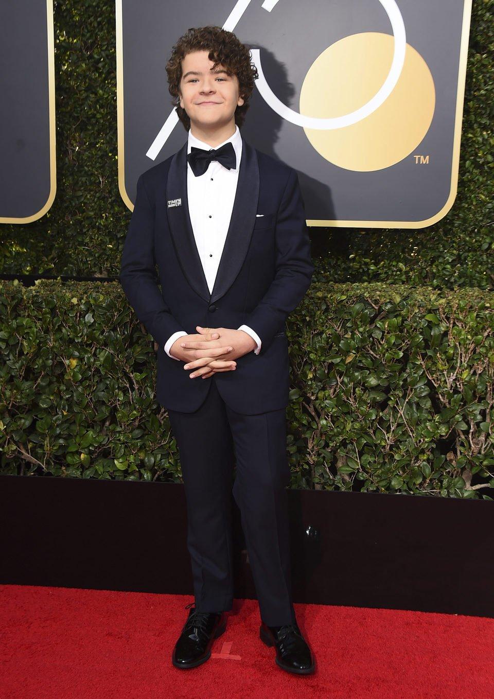 Gaten Matarazzo en la alfombra roja de los Globos de Oro 2018