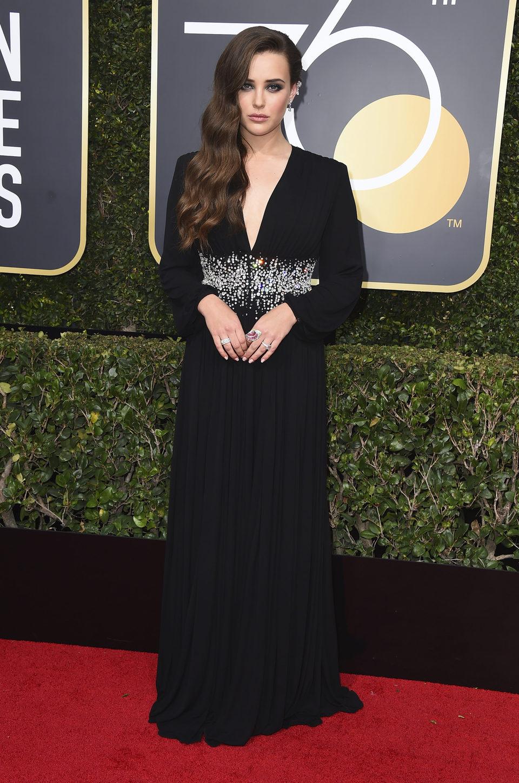 Katherine Langford en la alfombra roja de los Globos de Oro 2018