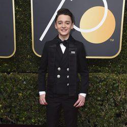 Noah Schnapp en la alfombra roja de los Globos de Oro 2018