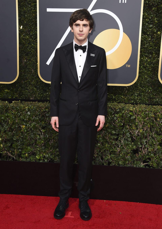 Freddie Highmore en la alfombra roja de los Globos de Oro 2018