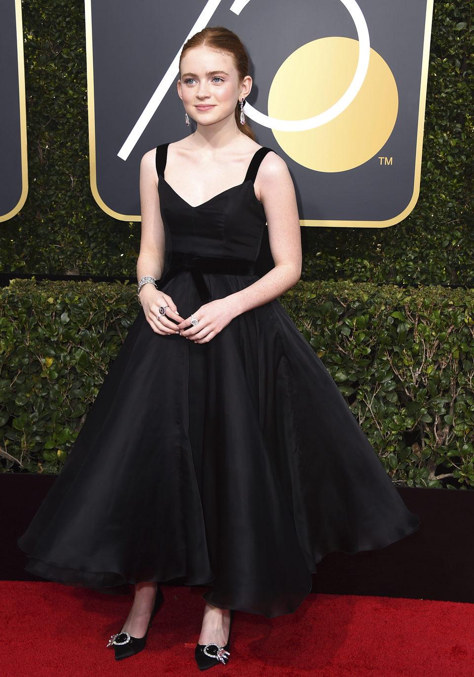 Sadie Sink en la alfombra roja de los Globos de Oro 2018