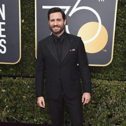 Edgar Ramirez en la alfombra roja de los Globos de Oro 2018