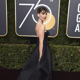 Alison Brie en la alfombra roja de los Globos de Oro 2018