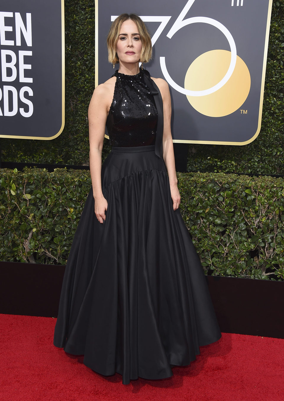 Sarah Paulson en la alfombra roja de los Globos de Oro 2018