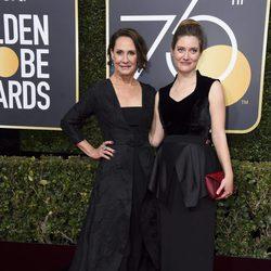 Laurie Metcalf en la alfombra roja de los Globos de Oro 2018