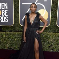 Issa Rae at the red carpet of the Golden Globes 2018