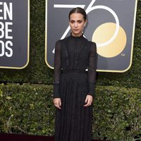 Alicia Vikander at the red carpet of the Golden Globes 2018