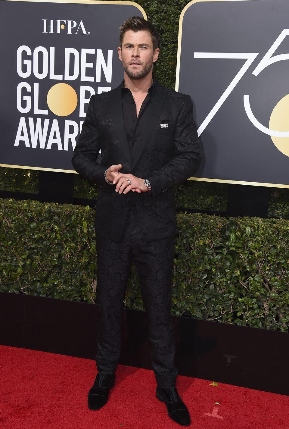 Chris Hemsworth en la alfombra roja de los Globos de Oro 2018