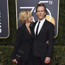 Kevin Beacon y Kyra Sedgwick en la alfombra roja de los Globos de Oro 2018