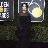 Angelina Jolie en la alfombra roja de los Globos de Oro 2018
