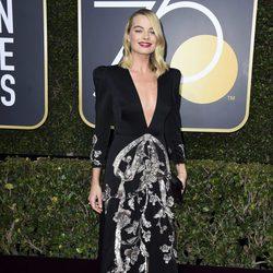 Margot Robbie en la alfombra roja de los Globos de Oro 2018