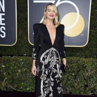 Margot Robbie at the Golden Globes 2018 red carpet