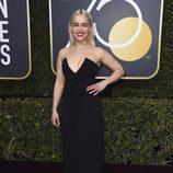 Emilia Clarke en la alfombra roja de los Globos de Oro 2018