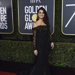 Penelope Cruz en la alfombra roja de los Globos de Oro 2018