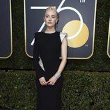 Saoirse Ronan en la alfombra roja de los Globos de Oro 2018