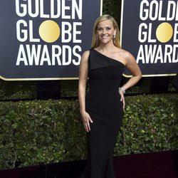 Reese Witherspoon en la alfombra roja de los Globos de Oro de 2018