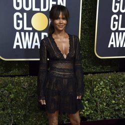 Halle Berry en la alfombra roja de los Globos de Oro 2018