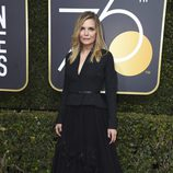 Michelle Pfeiffer en la alfombr roja de los Globos de Oro 2018