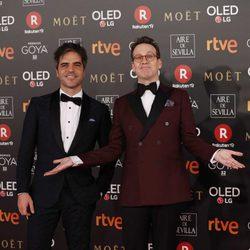 Ernesto Sevilla y Joaquin Reyes en la alfombra roja de los Premios Goya